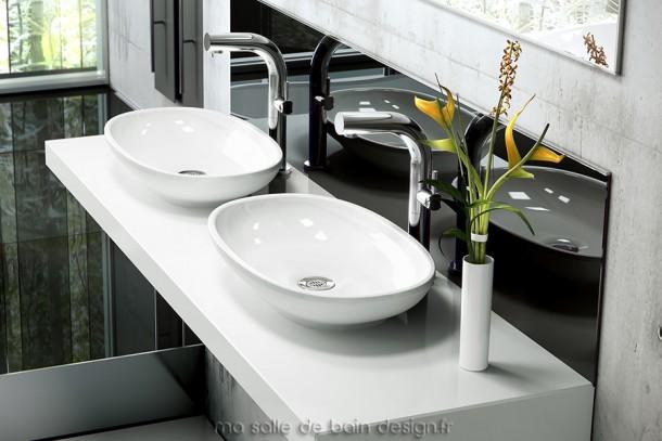 Vasque design pour salle de bains Victoria + Albert, de forme ovale.