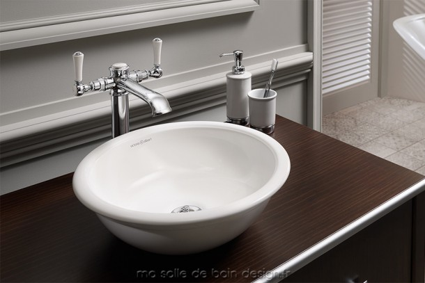 Vasque classique de forme circulaire pour salle de bains délicieusement rétro