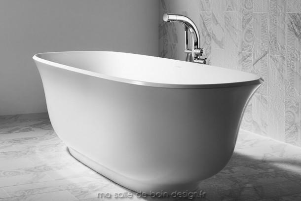 Baignoire ilot moderne amiata aux superbes lignes courbes - Peinture pour baignoire en fonte ...
