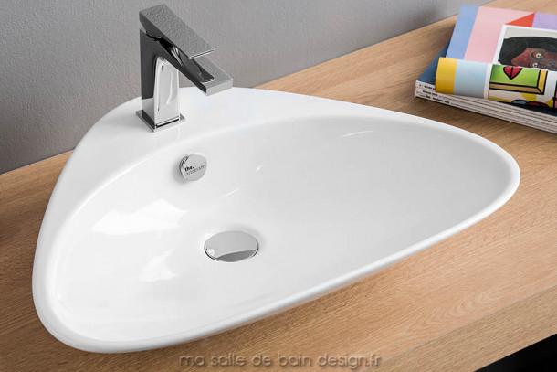 Vasque à poser design en triangle Plettro d'Artceram