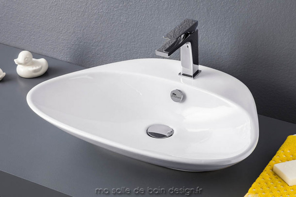 Lavabo poser triangulaire plettro quadro d 39 artceram en for Baignoire triangulaire