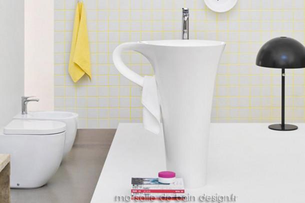 Vasque colonne design tasse à café Cup en Livingtec blanc (Solid Surface) par Artceram
