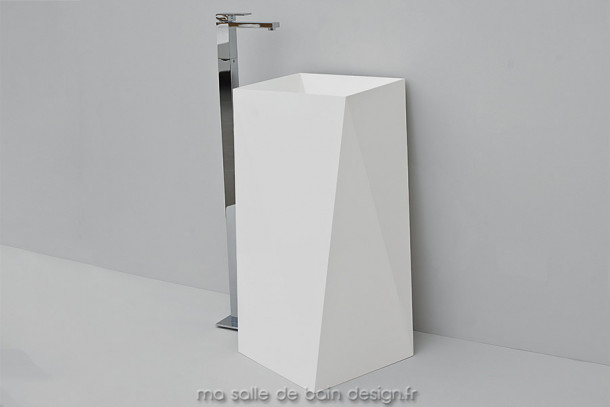 Vasque colonne design Sharp en Livingtec blanc (Solid Surface) par Artceram