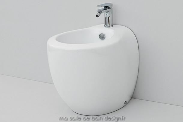 Bidet à poser design Blend par Artceram en céramique blanche