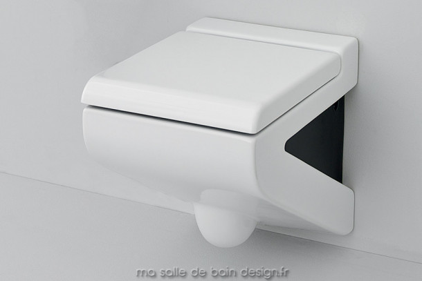 Toilettes suspendues design La Fontana céramique blanche et noire par Artceram