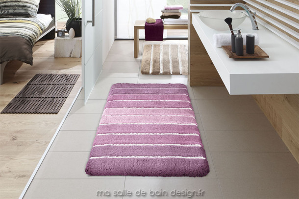 tapis de bains moderne au motif de bandes de couleurs kleine wolke. Black Bedroom Furniture Sets. Home Design Ideas