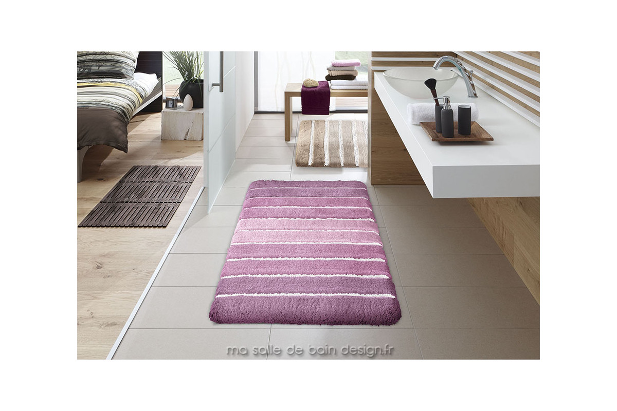 tapis de bains moderne au motif de bandes de couleurs. Black Bedroom Furniture Sets. Home Design Ideas