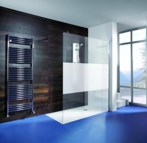 aide au choix pour choisir entre le rideau de douche et la paroi de douche. Black Bedroom Furniture Sets. Home Design Ideas